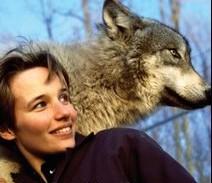 Pianist Hélène Grimaud with a wolf!